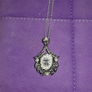 Jewelry - Pearl and crystal pendant